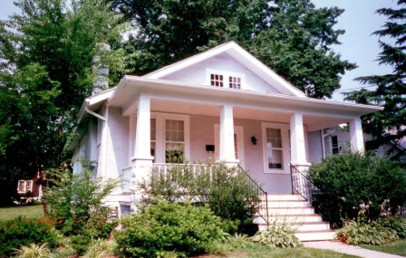 before 1906 N Lincoln St 1995